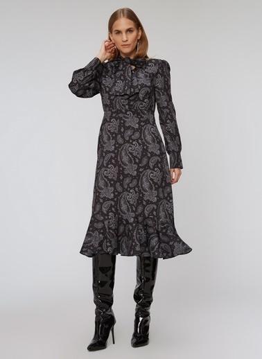 People By Fabrika Şal Detaylı Yakası Bağlamalı Elbise Siyah